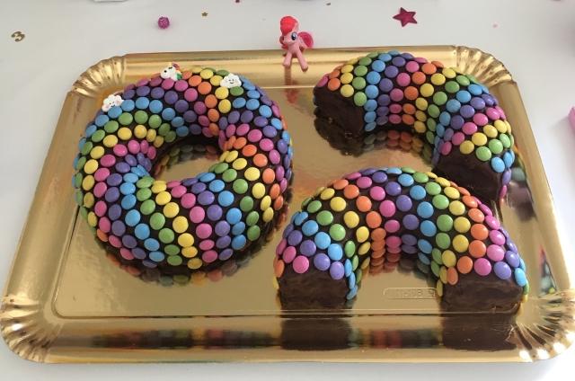 Rainbow cake smarties.jpg
